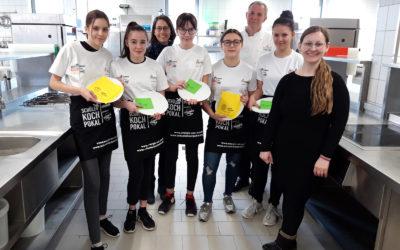 Gothaer Schülerköchinnen zum Probekochen in Erfurt
